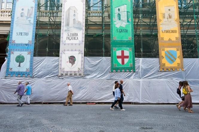 Lạnh người với 'thị trấn ma' ở Italy sau thảm hỏa động đất - ảnh 9