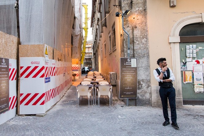 Lạnh người với 'thị trấn ma' ở Italy sau thảm hỏa động đất - ảnh 10