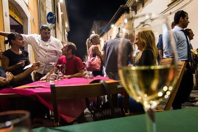Lạnh người với 'thị trấn ma' ở Italy sau thảm hỏa động đất - ảnh 11
