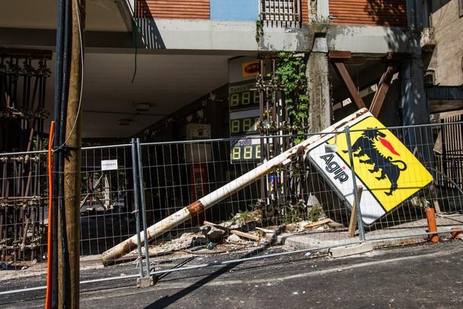 Lạnh người với 'thị trấn ma' ở Italy sau thảm hỏa động đất - ảnh 12