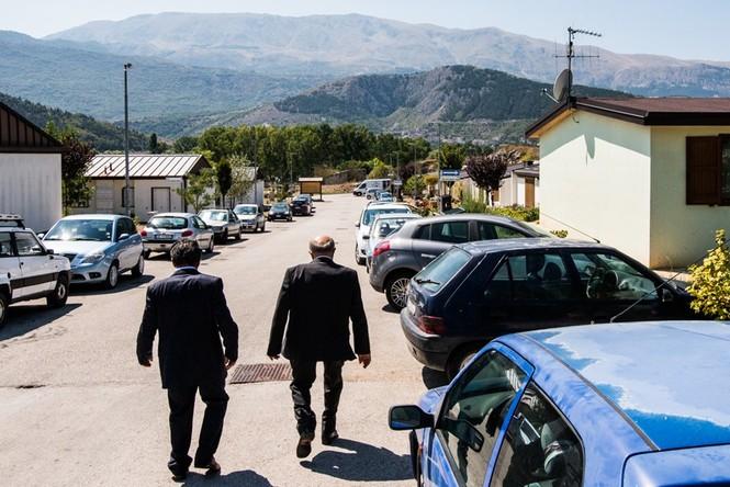 Lạnh người với 'thị trấn ma' ở Italy sau thảm hỏa động đất - ảnh 16