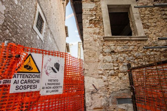 Lạnh người với 'thị trấn ma' ở Italy sau thảm hỏa động đất - ảnh 7