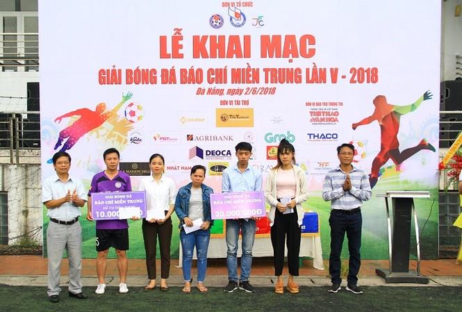Khởi tranh giải bóng đá dành cho các nhà báo khu vực miền Trung - ảnh 2