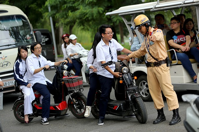 Học sinh Hà Nội vi phạm quy định về An toàn Giao thông sẽ bị xử lý hạnh kiểm như thế nào? - ảnh 1