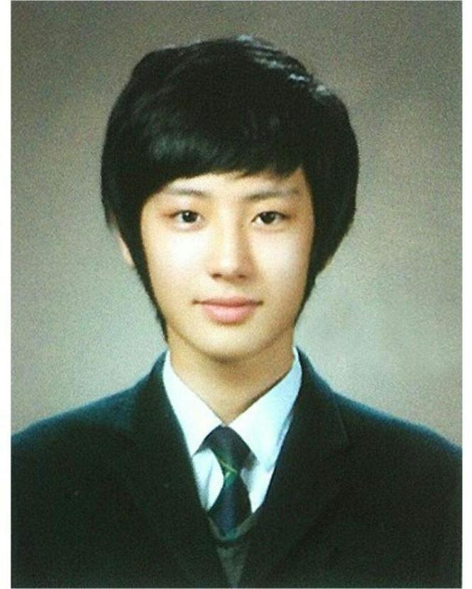 Ảnh tốt nghiệp của idol K-Pop: ai cũng xinh lung linh - ảnh 7