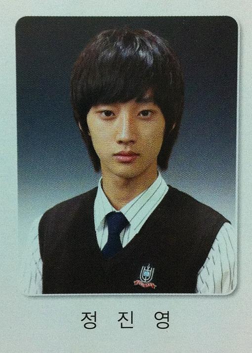 Ảnh tốt nghiệp của idol K-Pop: ai cũng xinh lung linh - ảnh 14