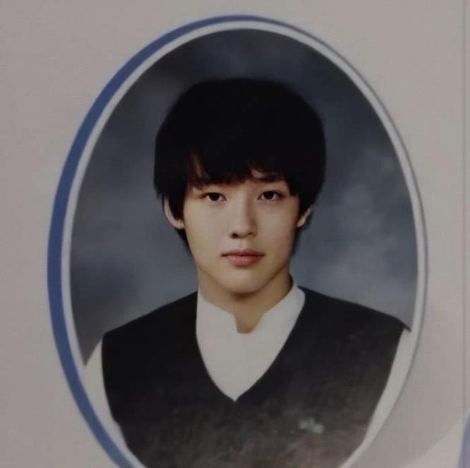 Ảnh tốt nghiệp của idol K-Pop: ai cũng xinh lung linh - ảnh 2