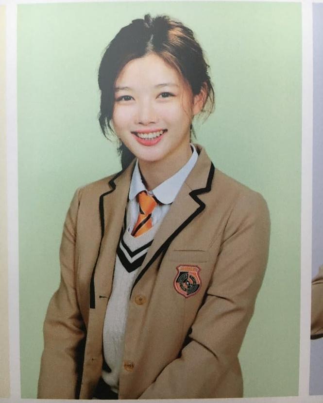 Ảnh tốt nghiệp của idol K-Pop: ai cũng xinh lung linh - ảnh 15