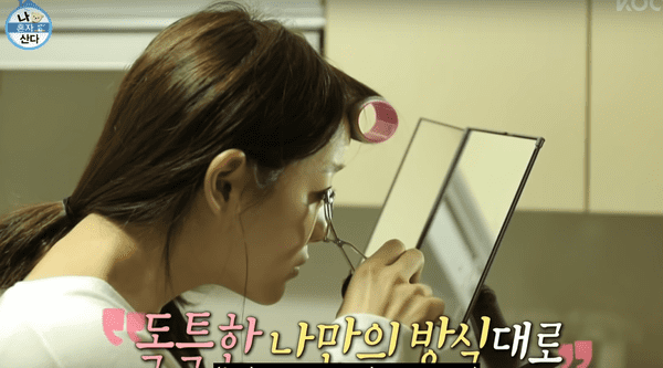 Kim Sejeong hé lộ bí quyết uốn mi cong - ảnh 2