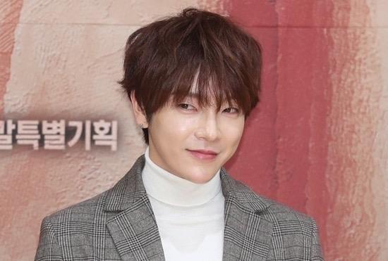 Sao Hàn 24H qua: Diễn viên Itaewon thân thiết với Sehun (EXO), Ji Chang Wook khoe ảnh đi b - ảnh 1
