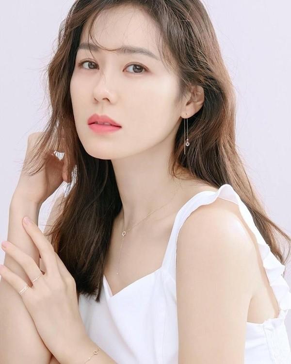 IU được bầu là nữ diễn viên xinh đẹp nhất Hàn Quốc - ảnh 5
