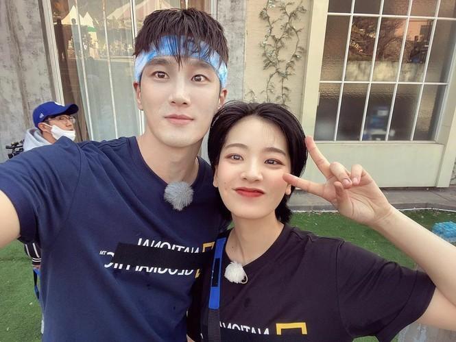 Sao Hàn 24H: Tzuyu khoe ảnh selfie, Kim Sejeong gặp IZ*ONE - ảnh 2