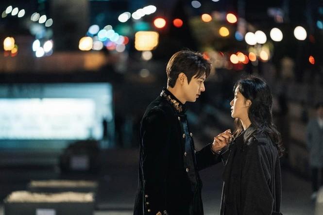 Lee Min Ho khiến Kim Go Eun xao xuyến vì chiếc mũi cực phẩm - ảnh 1