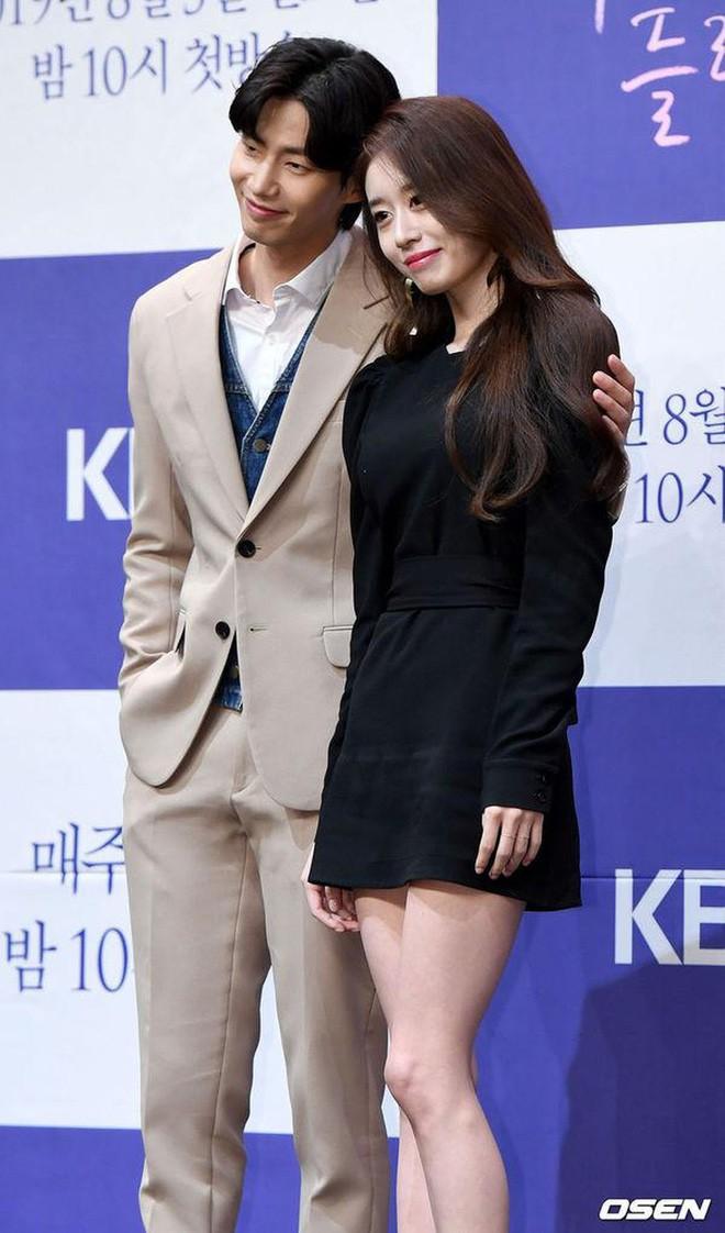 """Thật khó tin Jiyeon (T-ara) và chàng trai này chỉ là """"đôi bạn thân thích đạp xe"""" - ảnh 2"""