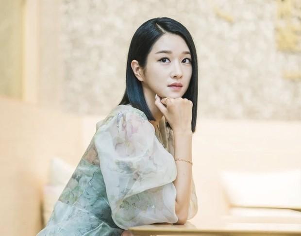"""Seo Ye Ji chia tay tóc dài chuyển sang tóc ngắn trong tập mới """"Điên Thì Có Sao"""" - ảnh 8"""