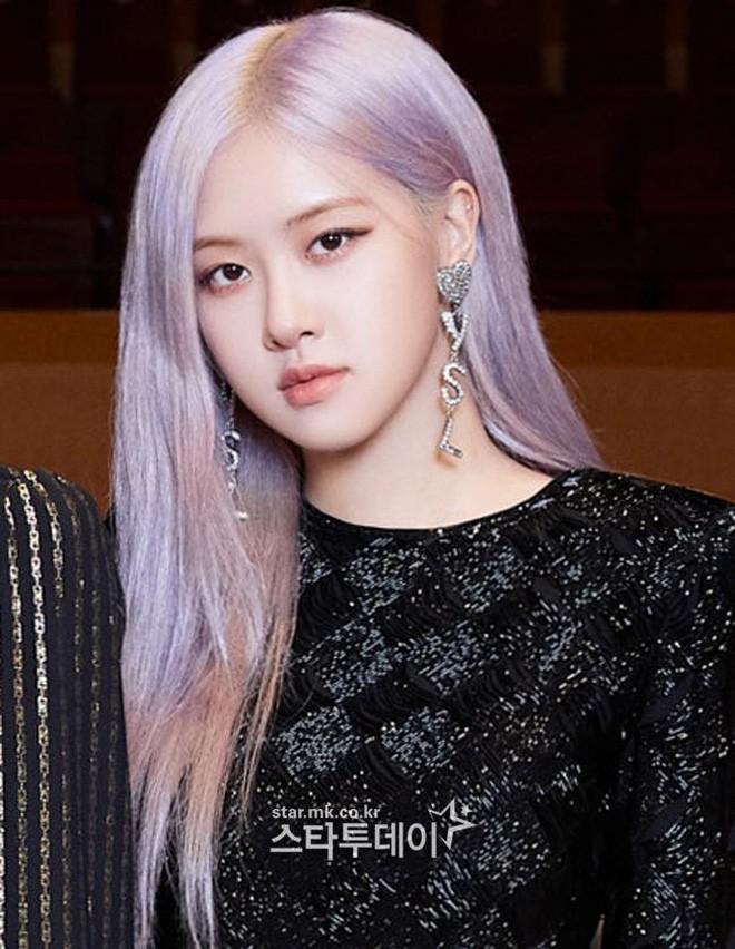 Màu tóc tím khói thần thánh của Rosé (BLACKPINK) lại khiến một nữ idol chịu không nổi - ảnh 1
