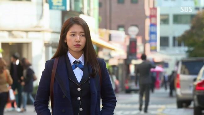 """Diện đồ hiệu suốt từ đầu phim nhưng riêng lần này Seo Ye Ji bị chê """"không phù hợp"""" - ảnh 6"""