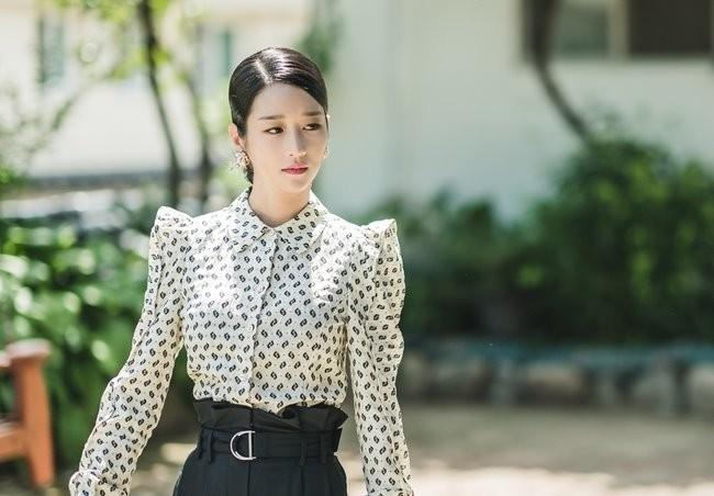 """Diện đồ hiệu suốt từ đầu phim nhưng riêng lần này Seo Ye Ji bị chê """"không phù hợp"""" - ảnh 2"""