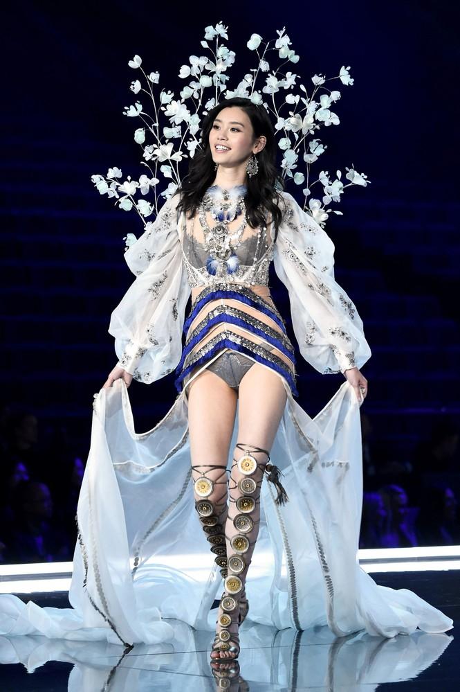"""Từng là thiên thần Victoria's Secret nhưng """"con dâu vua sòng bạc"""" Ming Xi bất ngờ mờ nhạt - ảnh 2"""