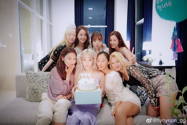"""Giờ thì dân tình đã hiểu vì sao Hyoyeon lại """"chơi trội"""" ở tiệc sinh nhật SNSD năm ngoái - ảnh 4"""