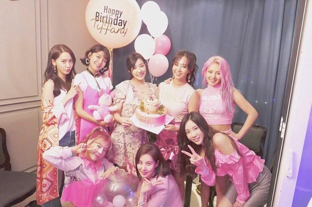 """Giờ thì dân tình đã hiểu vì sao Hyoyeon lại """"chơi trội"""" ở tiệc sinh nhật SNSD năm ngoái - ảnh 2"""