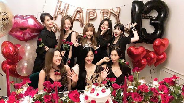 """Giờ thì dân tình đã hiểu vì sao Hyoyeon lại """"chơi trội"""" ở tiệc sinh nhật SNSD năm ngoái - ảnh 6"""