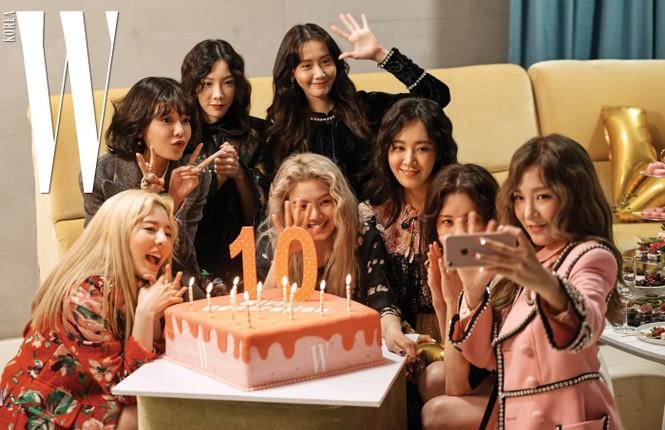 """Giờ thì dân tình đã hiểu vì sao Hyoyeon lại """"chơi trội"""" ở tiệc sinh nhật SNSD năm ngoái - ảnh 1"""