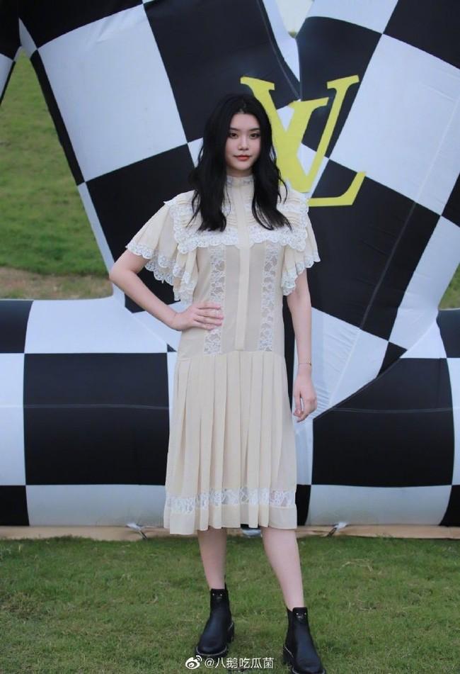 """Đụng hàng váy Louis Vuitton , Seo Ye Ji """"ăn đứt"""" con dâu vua sòng bạc Ming Xi - ảnh 2"""