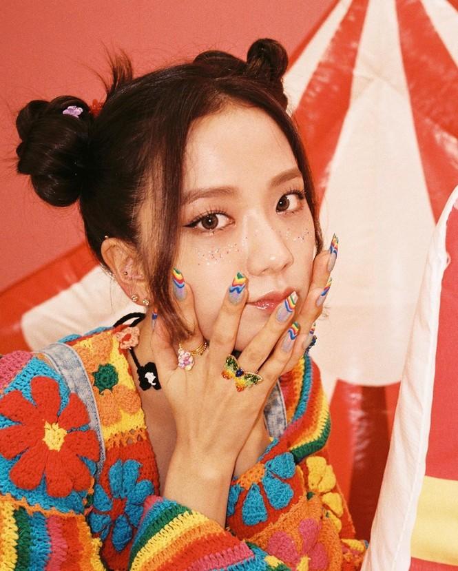 """Chỉ có thể là Jisoo (BLACKPINK): ảnh chụp hậu trường còn đẹp hơn cả trong MV """"Ice cream"""" - ảnh 8"""