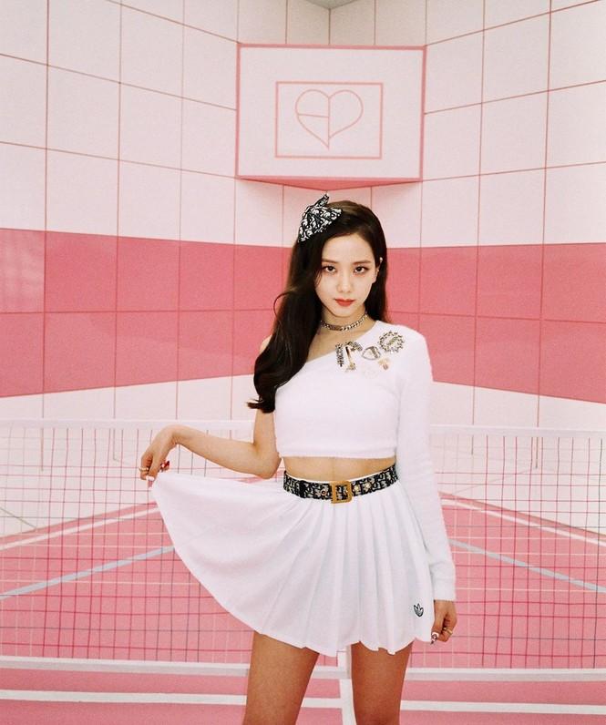"""Chỉ có thể là Jisoo (BLACKPINK): ảnh chụp hậu trường còn đẹp hơn cả trong MV """"Ice cream"""" - ảnh 4"""