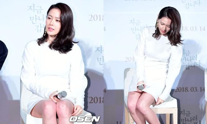 """Đến sao Hàn cũng nhiều phen khốn đốn vì diện váy ngắn mà quên """"chiếc chăn thần thánh"""" - ảnh 4"""