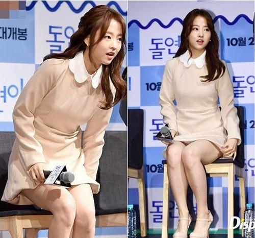 """Đến sao Hàn cũng nhiều phen khốn đốn vì diện váy ngắn mà quên """"chiếc chăn thần thánh"""" - ảnh 5"""