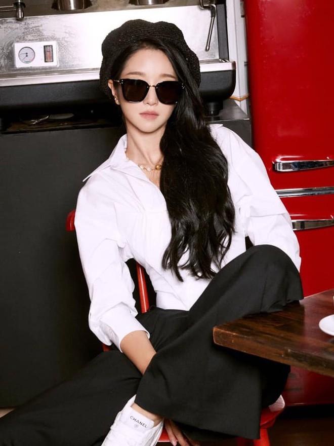 """Seo Ye Ji quả đúng """"Nữ hoàng đụng hàng"""": Chỉ có đẹp hơn chứ không hề kém cạnh - ảnh 6"""