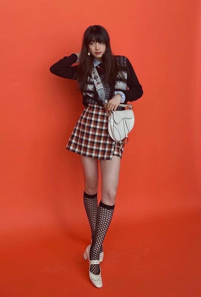 """""""Hoa hậu Hàn Quốc"""" Jisoo và """"Mỹ nhân mặt mộc"""" Suzy lại đụng độ váy áo nảy lửa - ảnh 4"""