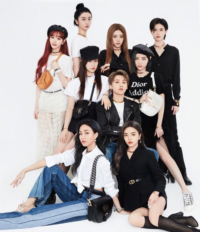 Netizen thắc mắc khi Dụ Ngôn dù biểu diễn cùng The9 mà không được lộ mặt trên truyền hình - ảnh 1