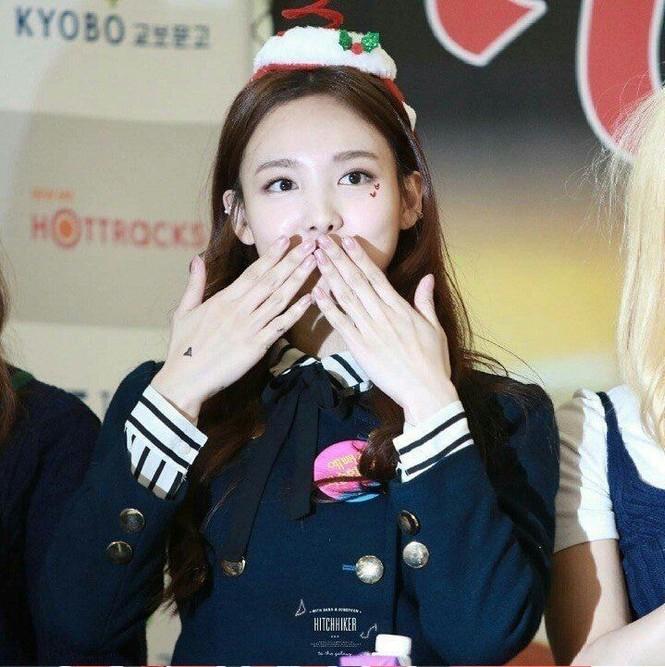 Nayeon (TWICE) debut đã lâu nhưng giờ fan mới biết cô sở hữu kỷ lục ngoại hình này - ảnh 7