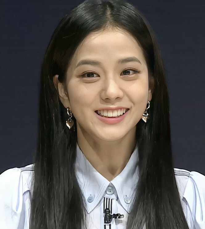 Một bọng mắt lớn hai số phận: Yoona được khen còn Jisoo (BLACKPINK) lại bị bảo kém sắc - ảnh 6