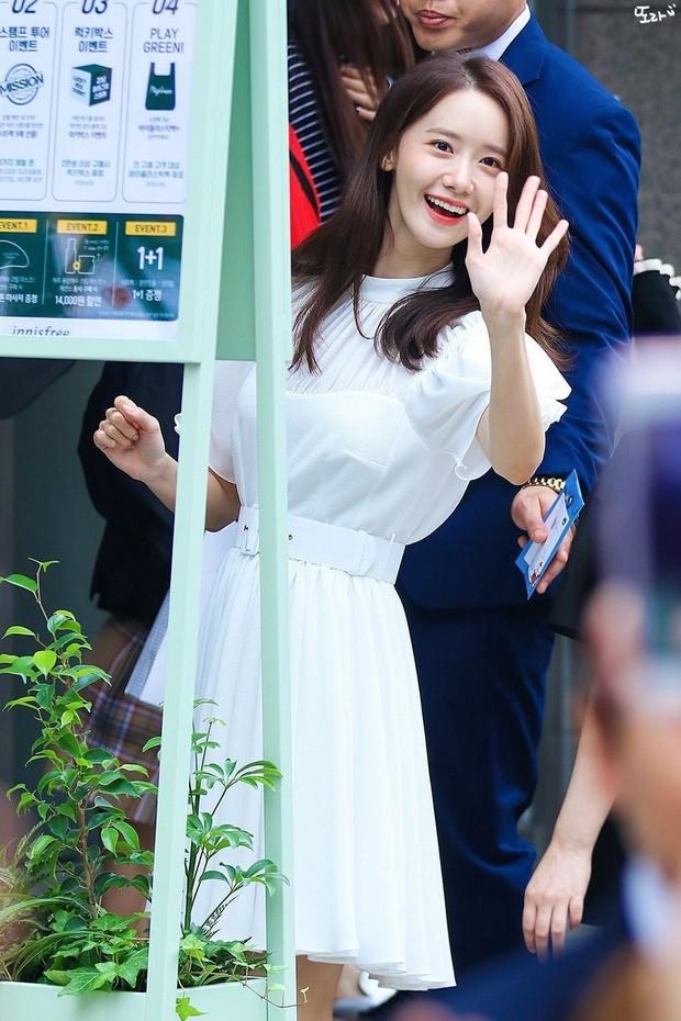 Một bọng mắt lớn hai số phận: Yoona được khen còn Jisoo (BLACKPINK) lại bị bảo kém sắc - ảnh 2