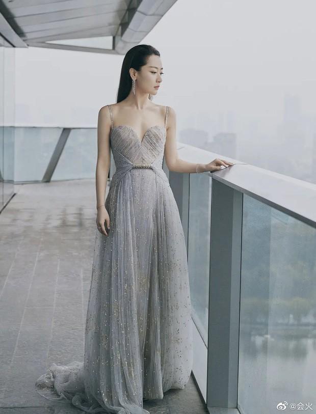Mặc váy nhái bị bóc phốt đã đành, hóa ra mặc váy quá xịn xò cũng không được yên - ảnh 6