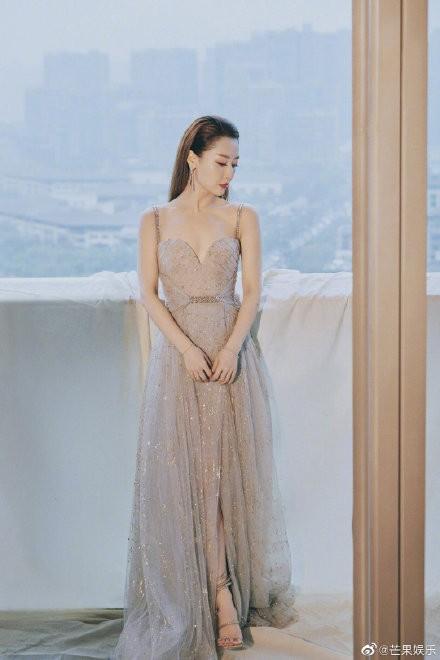 Mặc váy nhái bị bóc phốt đã đành, hóa ra mặc váy quá xịn xò cũng không được yên - ảnh 7