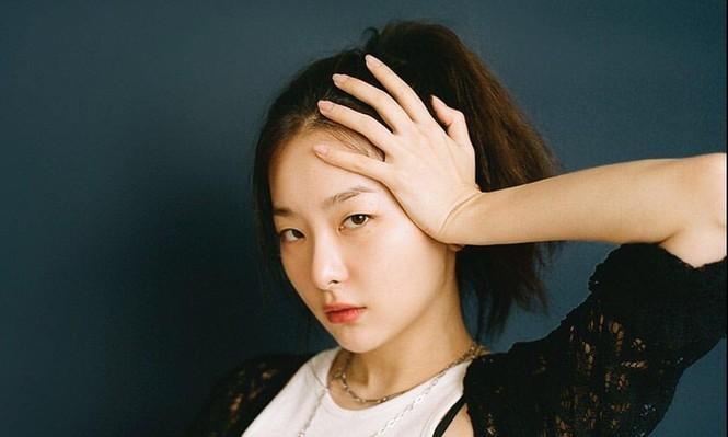 Đâu chỉ riêng Jennie, hóa ra Seulgi (Red Velvet) cũng gia nhập hội nữ idol không thích đeo trang sức - ảnh 1