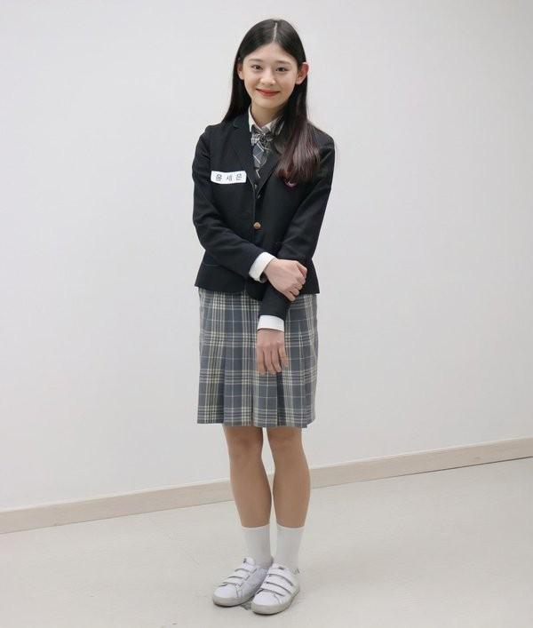 """Ngắm ngay loạt ảnh """"tình đầu thơ ngây"""" của Seeun (STAYC) để biết vì sao K-net xao xuyến đến vậy - ảnh 3"""