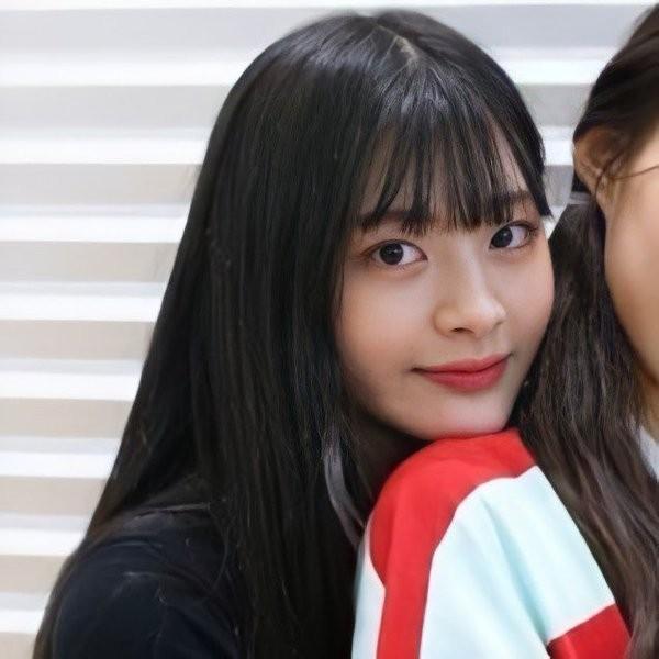 """Ngắm ngay loạt ảnh """"tình đầu thơ ngây"""" của Seeun (STAYC) để biết vì sao K-net xao xuyến đến vậy - ảnh 8"""