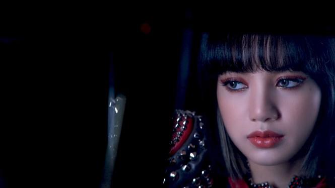 Càng xem những cảnh bị cắt khỏi MV Lovesick Girls, dân tình càng bực mình với YG Ent - ảnh 6