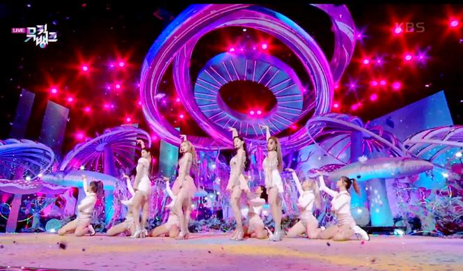 Netizen phát hiện một điểm khiến sân khấu debut của aespa khác hẳn các nhóm nữ SM Ent - ảnh 7