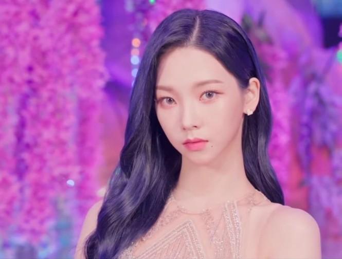 Thêm một lý do khiến netizen công nhận Karina (aespa) là nữ thần sắc đẹp mới của K-Pop - ảnh 6