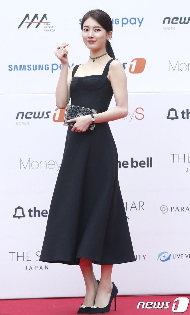 Lần đầu tiên thảm đỏ C-Biz có nữ nghệ sĩ khiến fan nhìn mà thấy tiếc cho bộ váy Dior - ảnh 7