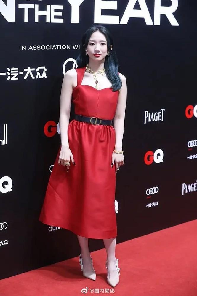 Lần đầu tiên thảm đỏ C-Biz có nữ nghệ sĩ khiến fan nhìn mà thấy tiếc cho bộ váy Dior - ảnh 3