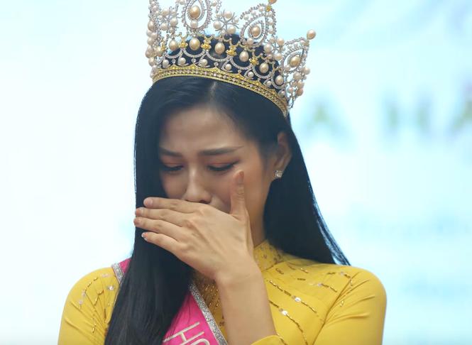 Vì sao Hoa hậu Đỗ Thị Hà bật khóc khi nhắc tới bức ảnh chụp khi đi làm ruộng? - ảnh 4