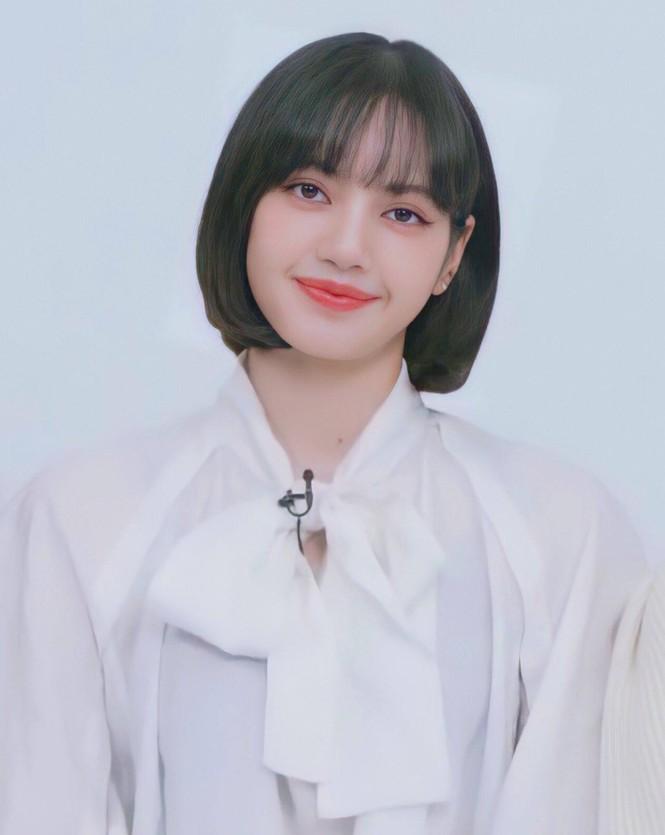 Lisa bỗng dưng chuyển sang tóc mái thưa, mới được trả 5 tỷ won hay sao mà chịu lộ trán? - ảnh 9